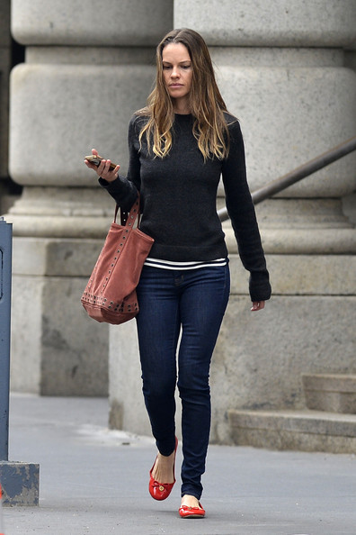 Hilary Swank Photos Photos Hilary Swank Runs Errands In