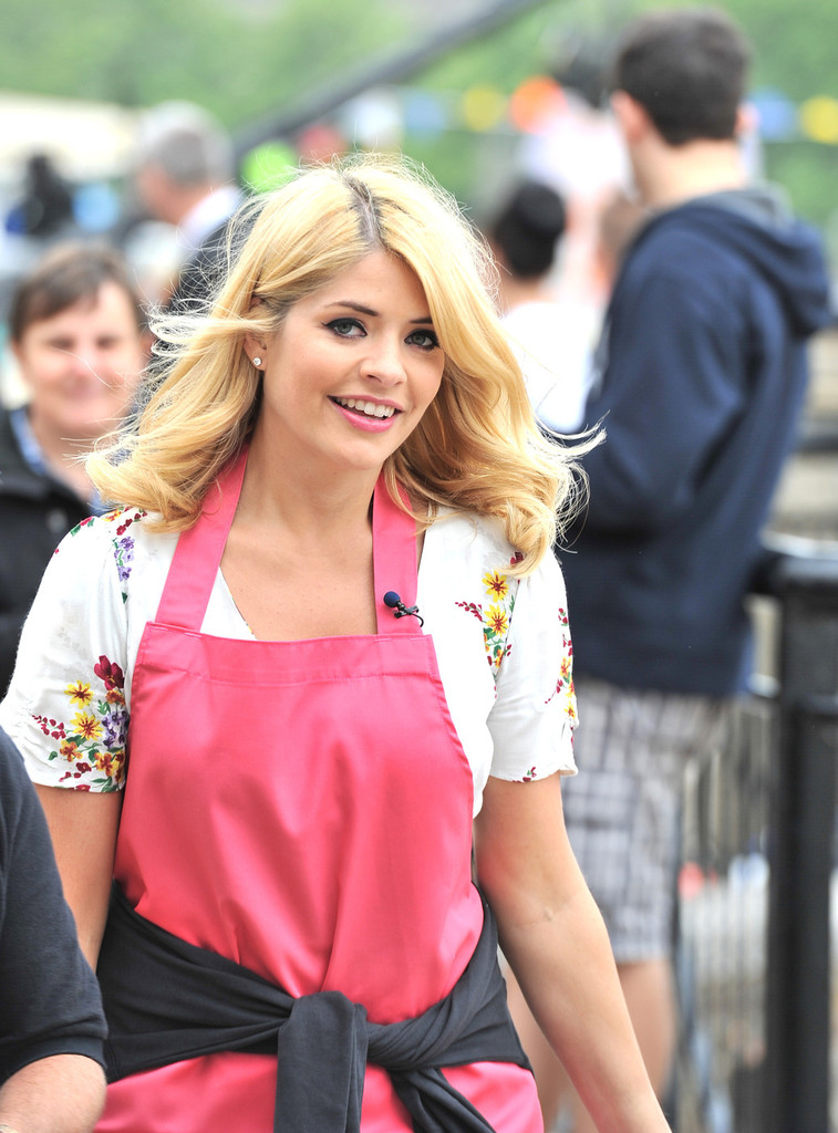 Holly Willoughby Photos Photos Holly Willoughby And Phillip Schofield Film In London Zimbio