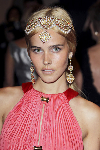 http://www2.pictures.zimbio.com/pc/Isabel+Lucas+Red+Carpet+Costume+Institute+ozjCoh-VAaBl.jpg