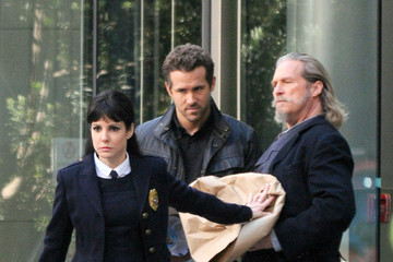 Jeff Bridges Ryan Reynolds Stars on the Set of 'R.I.P.D.'
