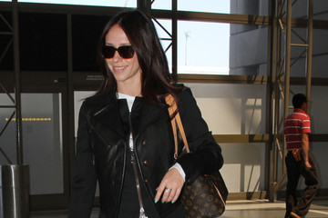 Jennifer Love Hewitt Jennifer Love Hewitt Leaves LA