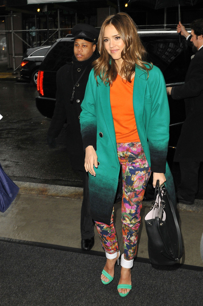http://www2.pictures.zimbio.com/pc/Jessica+Alba+wears+bright+green+coat+orange+EWDt9q1_d5Sx.jpg
