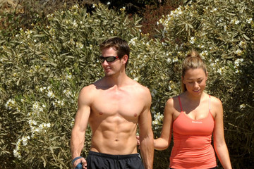 Kyle Carlson Jessica Hall and husband Kyle Carlson take a hike in Runyon Canyon with their Golden Retriever