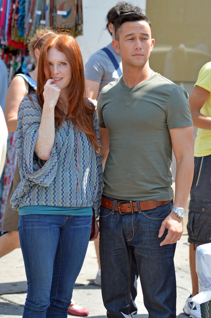 Photo of Joseph Gordon-Levitt & his friend actress  Julianne Moore - Longtime