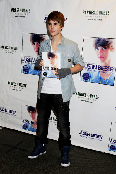 new justin bieber pictures 2010. NEW JUSTIN BIEBER PICS 2010
