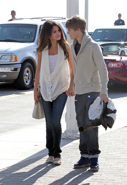 selena gomez with justin bieber pictures. Justin Bieber and Selena Gomez