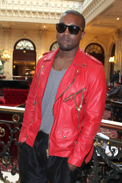http://www2.pictures.zimbio.com/pc/Kanye+West+Guests+Balmain+Fashion+Show+Paris+61pyOW9kwSxl.jpg