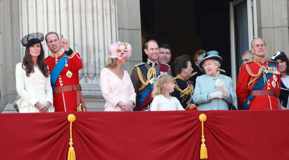 Kate middleton and queen elizabeth ii photos photos kate for Queens wedding balcony
