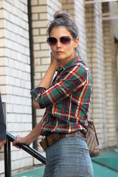Katie Holmes in Stylish High Waisted Jeans []