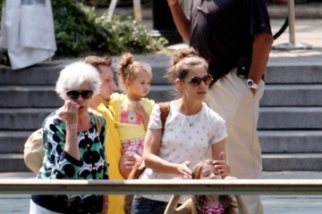 Katie Holmes Tom Cruise Katie Holmes takes her daughter Suri and mother Kathleen to the Central Park Zoo for a relaxing day after reaching a divorce settlement with Tom Cruise