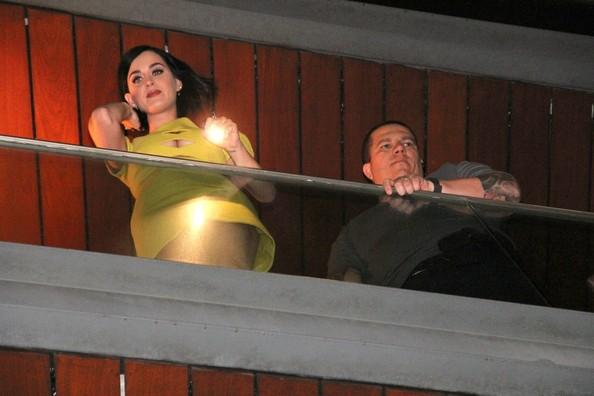 Katy Perry Photos Photos Katy Perry Waves From Her
