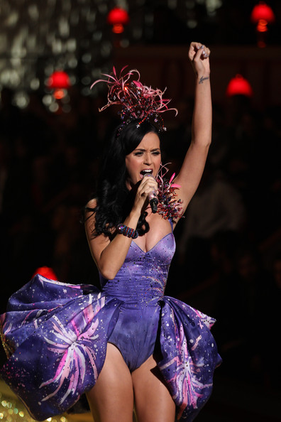 Katy Perry Performs at the Victoria's Secret Fashion Show ...