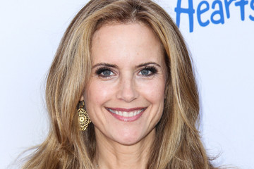 kelly preston maroon 5
