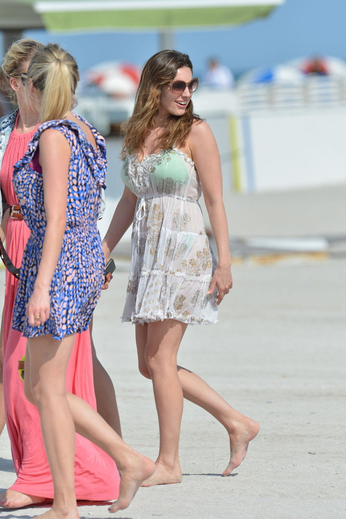 Kelly brook photos photos kelly brook on the beach in miami zimbio voltagebd Images