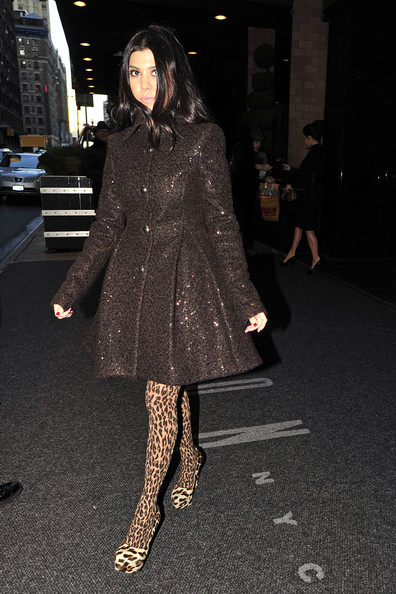 http://www2.pictures.zimbio.com/pc/Khloe+Kardashian+leaving+New+York+hotel+early+CQ5nsgXaZqAl.jpg