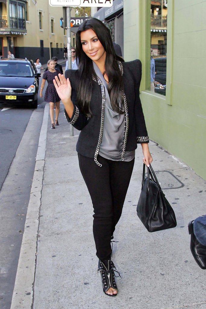 Kim Kardashian In Kim Kardashian Hits The Stores On Sydney 39 S Trendy Oxford Street Zimbio