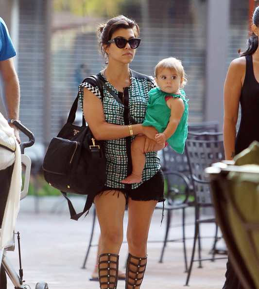 Kourtney kardashian photos photos kourtney kardashian for What does kourtney kardashian do