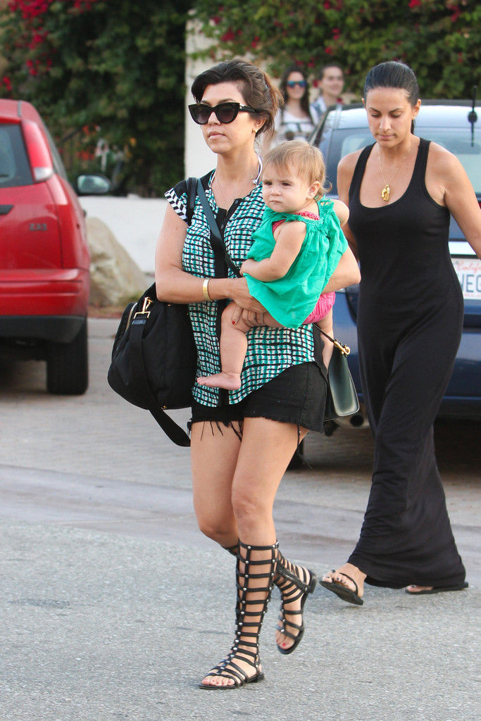 Kourtney kardashian and family do lunch part 2 zimbio for What does kourtney kardashian do