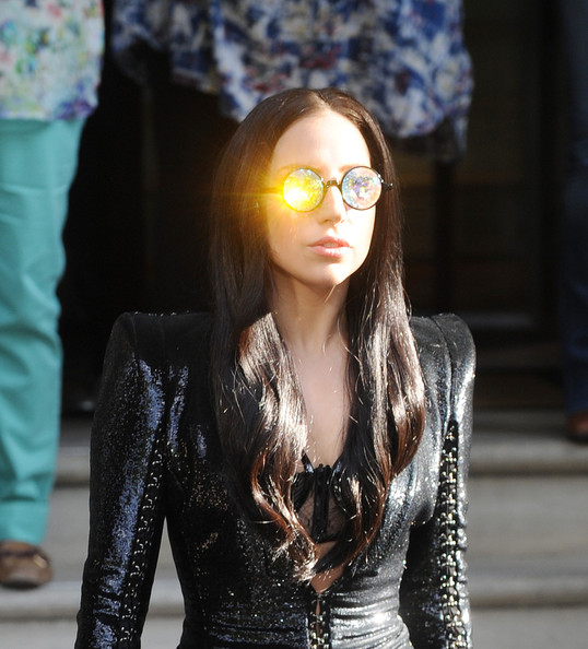 Lady+Gaga+rocks+hologram+sunglasses+gree