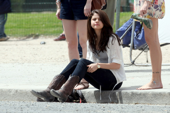 Selena Gomez shooting scenes for the forthcoming comedy