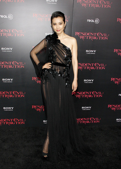 Li Bingbing - Laura Vandervoort seen attending the Hollywood premiere of 'Resident Evil: Retribution' held at the Regal Cinemas in Los Angeles