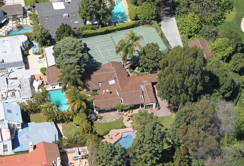 what is miley cyrus address to her house