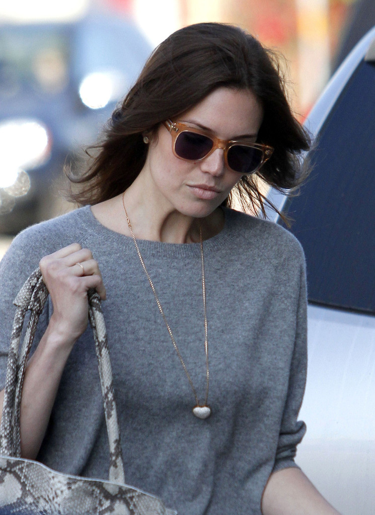 Mandy moore photos photos mandy moore leaves a salon in for A b mackie salon
