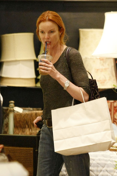 http://www2.pictures.zimbio.com/pc/Marcia+Cross+Desperate+Housewives+actress+zURvXjdmXTBl.jpg?36838PCN_Cross11