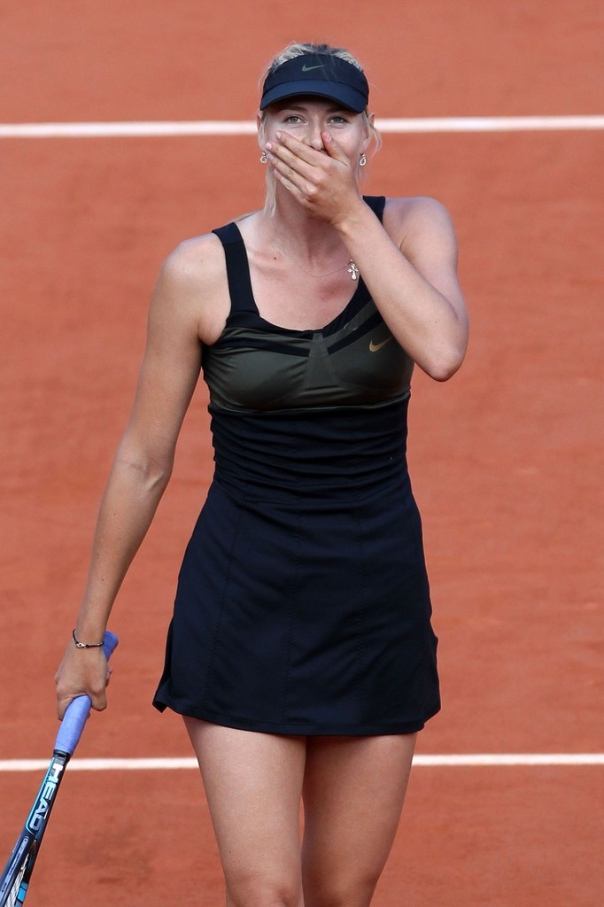 Maria Sharapova gives a wave at the French Open 2012 - Zimbio