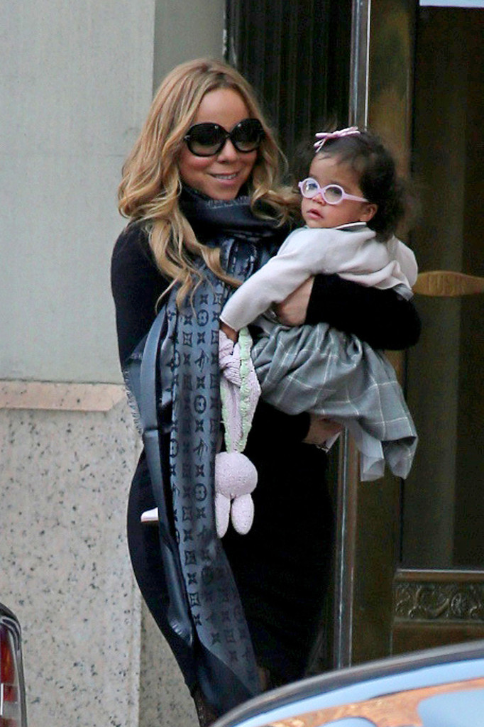 Mariah Carey Photos Photos Mariah Carey Carries Her Baby