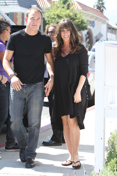 Mario Treadway A pregnant Alanis Morissette goes for coffee with her    Treadway Mario