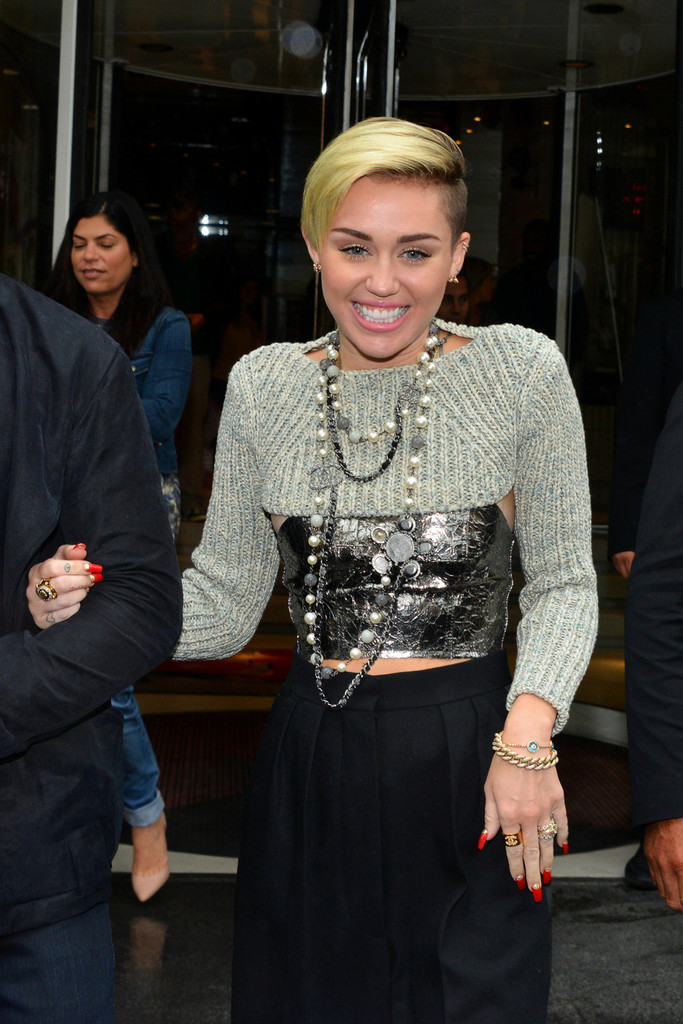 Miley Cyrus Just Switched Up Her Latest Go-To Manicure, Come See!