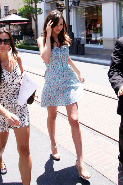 "Miranda Kerr flaunts her post-pregnancy figure in a cutesy floral dress. The Victoria Secrets' model was appearing on ""Extra"" TV at the Grove in Los Angeles."
