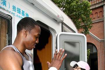 Huang Yi Dwight Howard Films 'Amazing'