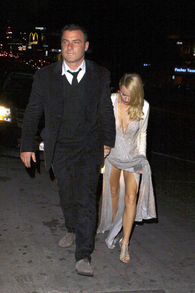 Naomi Watts   VIDEO AVAILABLE   Naomi Watts appears to have trouble    Liev Schreiber And Naomi Watts