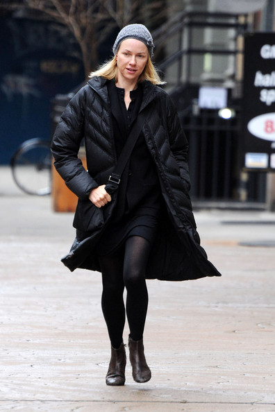Naomi Watts Packing Up her Car in new York City 2