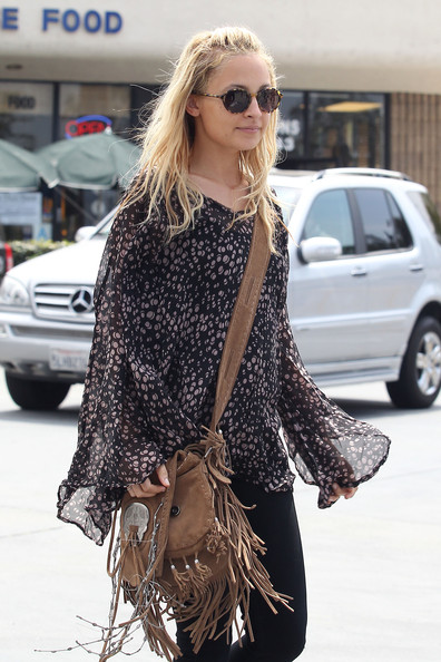 http://www2.pictures.zimbio.com/pc/Nicole+Richie+walks+back+car+after+lunching+_-ud0wQLLkbl.jpg