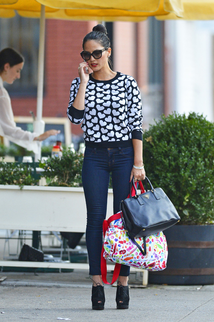 Found: Olivia Munn's Sweetheart Sweater