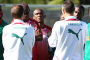 Samuel Eto'o listens to coach Paul Le Guen during the Cameroon team practice, held at Northlands School in Umhlanga, Durban North.