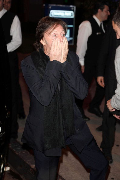 Paul McCartney - Paul McCartney gets funny out on the streets in Los Angeles with fans