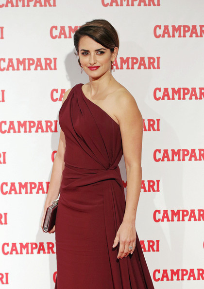 Penelope Cruz - Penelope Cruz on the Red Carpet in Milan