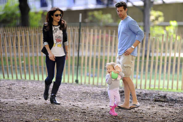 Bethenny Frankel And Family At A Playground Zimbio