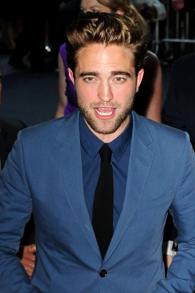 http://www2.pictures.zimbio.com/pc/Robert+Pattinson+FIRST+PUBLIC+APPEARANCE+Robert+Su-WwY9csPIl.jpg