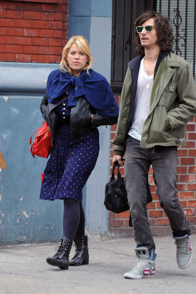 nick valensi and amanda de cadenet spotted in nyc pictures zimbio new amanda de cadenet show the conversation contains actual girl power 396x594
