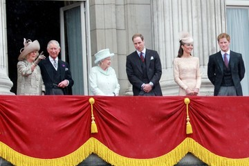 Prince William Prince Charles The Royal Family gathers on Buckingham Palace balcony to wave as crowds gather for the Queens Diamond Jubilee celebrations