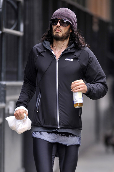 Russell Brand - Russell Brand Jogs in NYC
