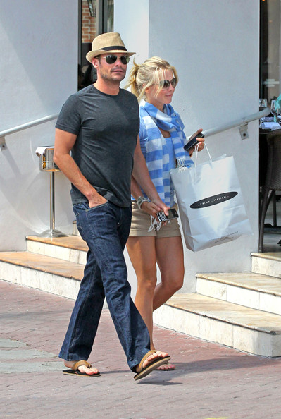 does julianne hough dating ryan seacrest Ryan seacrest clearly has a type  scores huge modeling contract thanks to ryan hook up 12/7/13 9  ryan seacrest -- dating a single mom.