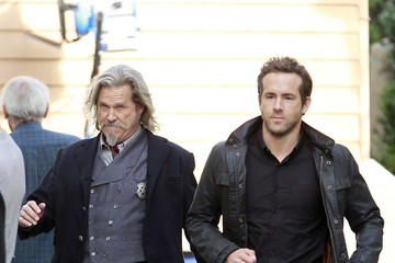 Jeff Bridges Ryan Reynolds Jeff Bridges On the Set of 'R.I.P.D.' in Boston
