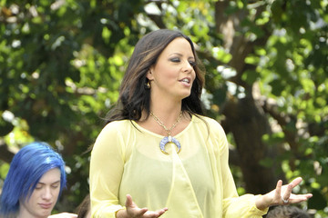 Sara Evans Sara Evans Talks with 'Extra'