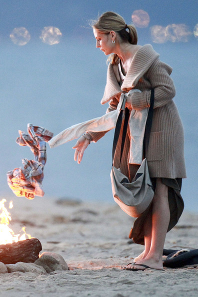 "Sarah Michelle Gellar throws the contents of her holdall into an open fire while filming beach scenes for a new CW series ""Ringer"". Gellar appeared to be purging herself of the contents of a holdall, throwing a phone, letter, clothes and finally the holdall onto the flames. Sarah Michelle Gellar stars as ""Bridget"" alongside Ioan Gruffudd's character ""Andrew Martin"" and the two came together on a Los Angeles beach to film takes for the upcoming show."